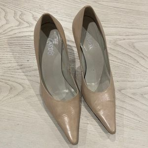 CARLOS & SANTANA LEATHER CREAM HEELS SIZE 7 BRAZIL